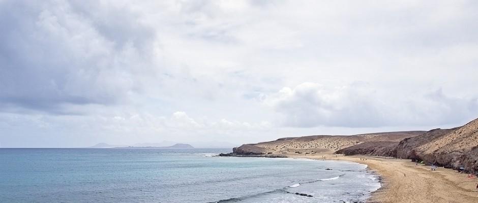 auf Lanzarote - im Hintergrund sieht man Fuertoventura
