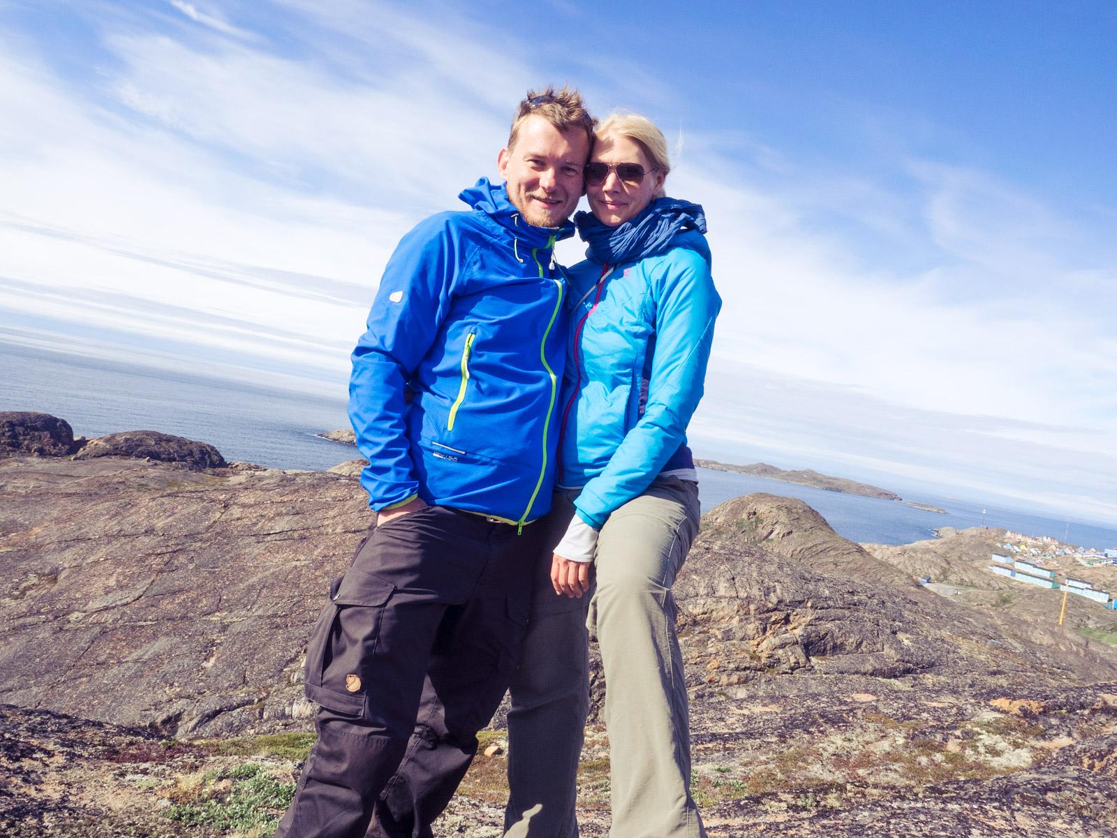 Nat und Janne auf einem Hügel
